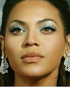 Beyoncé at the Dreamgirls Premiere – LA, California 11 Dec 2006 Blue Ivy Carter, Makeup Inspo, Makeup Inspiration, 2000s Makeup, Cellulite, Beyonce Makeup, Best Virgin Hair, Beyonce Knowles Carter, Beyonce Style