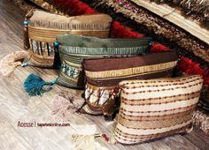 Essas lindas almofadas estão disponíveis na Kyowa a pronta entrega   Muitas novidades em nossas lojas, com diversidade de cores, texturas e materiais.  Visite-nos: http://www.tapetesonline.com/lojas-fisicas  Foto: Laura Ribas