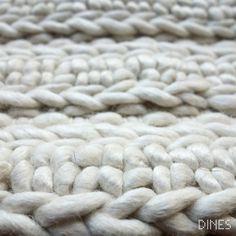 Tapis tissé main en laine http://www.dines-france.com #dines