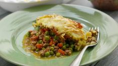 On yesterday& show, Naughty Boy gave Lorraine a special treat in the form of his special Naughty keema shepherd& boy pie, and it was so good she took it home for dinner! Lorraine Recipes, Lorraine Food, Meat Recipes, Recipies, Roast Chicken, Curry, Lunch, Treats, Dinner