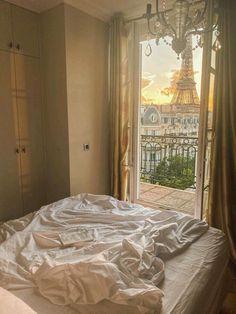 Parisian Apartment, Paris Apartments, Dream Apartment, Parisian Bedroom, French Apartment, Parisian Chic, Apartamento New York, Belle Villa, Dream Home Design