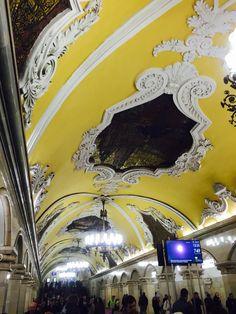 共青團站(метро Комсомо́льская, Komsomolskaya Moscow underground station)是莫斯科地鐵環狀線的其中一個車站,位於库尔斯克站與和平大道站之間。共青團站被認為是莫斯科地鐵中最美麗的車站之一。