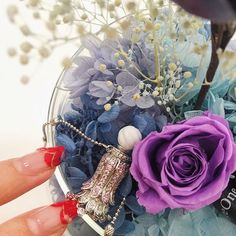 Perfume and Jewellery in a single innovative accessory offers you the best of the world. Find them...