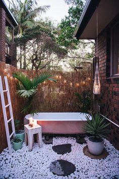 Browse photos of Awesome Outdoor Bathrooms Leaving You Feeling Refreshed, and discover Outdoor Bathroom Designs, Outdoor Bathrooms That Emanate Relaxation, Wonderful Outdoor Shower and Bathroom Design Ideas, and more. Hot Tub Privacy, Outdoor Bathtub, Outdoor Bathrooms, Outdoor Showers, Garden Bathtub, Bathtub Decor, Diy Bathtub, Bathtub Ideas, Outdoor Spaces