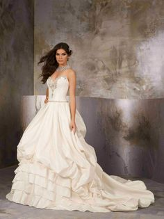 Sweetheart Satin 2012 Ball Gown Wedding Dresses Beaded Bodice and line