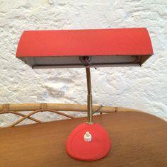 Petite lampe de bureau rouge 1970 seventies... http://www.lanouvelleraffinerie.com/lampadaires-lampes-a-poser/1139-petite-lampe-de-bureau-rouge-1970-seventies.html