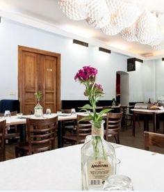 Perfekt für den Valentinstag: im Restaurant Rosa Caleta in Berlin geht's lecker karibisch kulinarisch zu. Dabei bedient man sich auch europäischer Einflüsse, die ein interessantes Fusion-Feeling versprechen. Außerdem ist das RosaCaleta ein Hotspot für Promis. Stars wie Michael Stipe, die Pet Shop Boys, Jake Shears (Scissor Sisters) und Yarah Bravo haben hier schon gespeist.