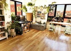 101 Class On How To Create Art Studios In Your Home – Creative Home Office Design Studio Apartment Design, Art Studio Design, Art Studio At Home, Studio Room, Home Art Studios, Art Studio Decor, Studio Spaces, Studio Ideas, Design Art