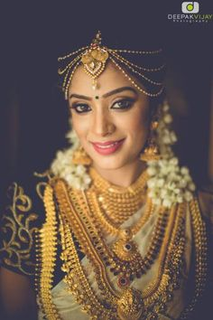 Browse from of south indian wedding photos & ideas from the WedMeGood gallery and plan your wedding like a pro. South Indian Jewellery, Indian Jewellery Design, Gold Jewellery, Bridal Jewellery, Kerala Jewellery, Jewlery, Jewellery Sale, Antique Jewellery, Kerala Bride