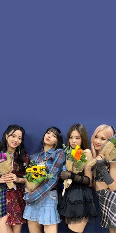 Kpop Girl Groups, Korean Girl Groups, Kpop Girls, Blackpink Fashion, Asian Fashion, Easy Homemade Face Masks, Bts Army Logo, Blackpink Poster, Lisa Blackpink Wallpaper