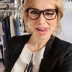Esta tarde os traemos esta foto divertida de @paticonde. Le sientan genial las gafas.  #sunoptica #gafas #gafasdever #gafasgraduadas #moda #tendencias #fashion #elegancia #ideaspararegalar #musthave #oculos #gafasmolonas