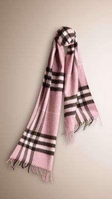 Sciarpa in cashmere check Burberry Scarf, Cashmere Scarf, Womens Scarves,  Winter Wear, c6d7622d75a
