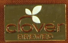 This clover brewed pin is hard to find and very collectable Starbucks item