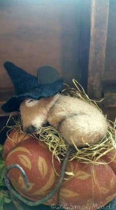 Adorable halloween witch mouse