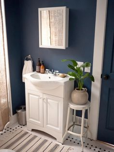 color works well with black and white tiles Paint Color Portfolio: Dark Blue Bathrooms Dark Blue Bathrooms, Navy Bathroom, Bathroom Paint Colors, Downstairs Bathroom, Painted Bathrooms, Bathroom Wall, Bathroom Accents, Light Bathroom, Small Bathrooms