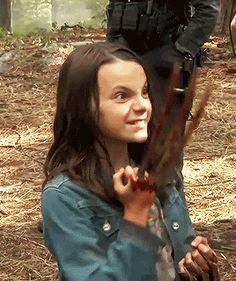 Dafne Keen + bts of Logan (^^ Laura Movie, I Movie, Logan Girl, Xmen Cast, Logan Laura, Logan Wolverine, Dc Comics Superheroes, Batman Vs, Wolverines
