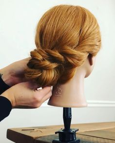 Formal updo tutorial Frisyrer is part of braids - updos updobobhairstyles updohairstyle bride bridesmaid updos updobobhairstyles updohairstyle bride bridesmaid Bridesmaid Hair Tutorial, Curly Hair Styles, Natural Hair Styles, Prom Hair Updo, Homecoming Hairstyles, Bridesmaid Hair Updo Braid, Hair Upstyles, Hair Videos, Braided Hairstyles