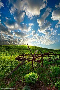 Outil agricole abandonné