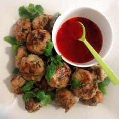 Boulettes de poulet Thai au thermomix Un délice pour accompagner vos plat, des boulettes de poulet faites à la cuisine thaïlandaise avec un goût asiatique, faites ce plat facilement chez vous avec votre thermomix. une recette facile et pour toute la famille, testez-la.