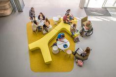 TWIG Polyethylene bench by Derlot Editions design Alexander Lotersztain Modular Furniture, Furniture Design, Library Furniture, Funky Furniture, Painting Furniture, Sala Vip, Showroom, Lounge Design, Design Design