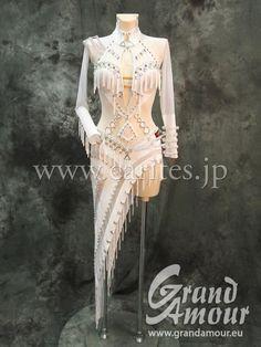 CARITES | Vera Bondareva の最新ドレス