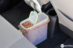 17 Of The Best Cleaning Hacks For Your Car Line a plastic cereal container with a grocery bag and use it as an in-car trash can. Especially useful for long drives with the family! Spring Cleaning Organization, Car Cleaning Hacks, Car Hacks, Organization Hacks, Cleaning Solutions, Organising, Organizing Ideas, Cleaning Supplies, Trash Can For Car