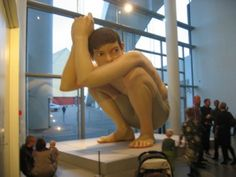 Ron Mueck is an Australian hyper-realist sculptor working in Great Britain. Venice Biennale, The Minute, Human Body, Workplace, The Incredibles, Sculpture, Boys, Awesome, Work Spaces