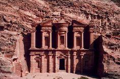 Cerca a la Medianoche: Conociendo Petra, un lugar profético