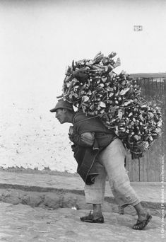 A Peruvian cargodore in Cuzco makes a living by carrying heavy loads on his back, 1955 Floral Print Shirt, Floral Prints, Zara Man, Moving Pictures, Good Old, Printed Shirts, Carry On, Image Search, History