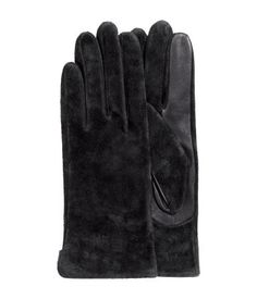 Black. PREMIUM QUALITY. Suede gloves with leather details and knit lining.
