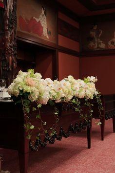 冬の装花 目黒雅叙園さまへ トルコキキョウと胡蝶蘭 メインテーブル装花