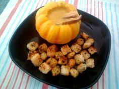 Depois que me apaixonei pela mini abóbora pumpkino, tenho que trazer algumas para casa quando encontro. Desta vez, viraram uma sopa cremosa com funghi, que pode ser uma refeição quentinha ou virar …