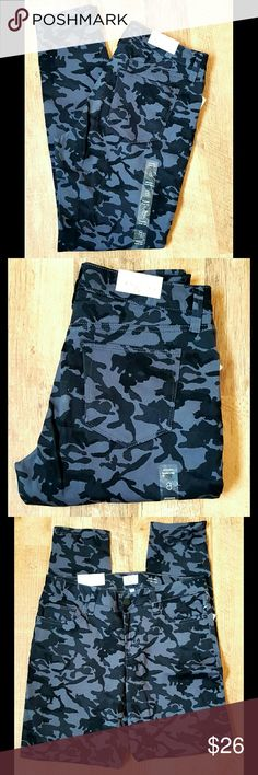 Skinny Jegging Low Rise Camo Size 8 NWT NEW WITH TAGS  Skinny Jegging   Low Rise   Camo Black & Gray    Size 8 Style & Co Jeans Skinny