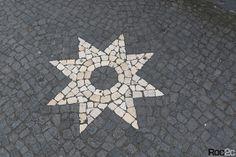 Açores, Alice no País das Maravilhas, Calçada artística, calçada portuguesa, estrelas em calçada, pedra vulcânica, Ribeira Grande, roc2c, Rua de Luís de Camões, São Miguel