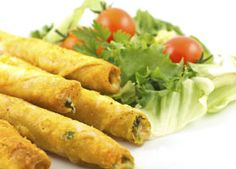 Oven-Baked Chicken Taquitos - This is a great healthier to try in place of fried food. The taquitos come out perfectly crispy! Healthy Snacks For Diabetics, Heart Healthy Recipes, Diabetic Recipes, Mexican Food Recipes, Healthy Eating, Cooking Recipes, Diabetic Cake, Pre Diabetic, Mexican Dishes