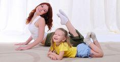 El Yoga para niños les enseña a tranquilizarse, tener mejores relaciones con familia y amigos, y más beneficios para su salud mental y física. Fitness Del Yoga, Kids Outfits, Ballet, Couple Photos, Couples, Control, Kid Yoga, Best Relationship, Yoga At Home
