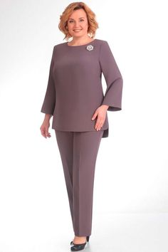 elegant suits for women over 50 Curvy Girl Fashion, Plus Size Fashion, English Dress, Dress Outfits, Fashion Outfits, Women's Fashion, Latest African Fashion Dresses, Mothers Dresses, Over 50 Womens Fashion