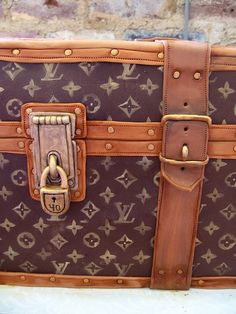 Louis Vuitton Trunk Cake...My Girls would love this grooms cake