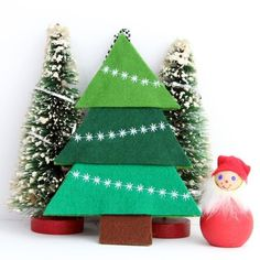 Felt Tree Ornament with Decorative Machine Stitching #christmassewing 50 Diy Christmas Ornaments, Christmas Sewing, Felt Ornaments, Christmas Projects, Handmade Christmas, Holiday Crafts, Star Ornament, Christmas Star, Simple Christmas