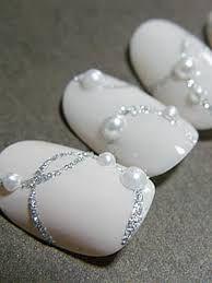 Картинки по запросу дизайн ногтей белые с серебром