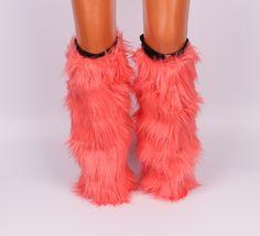Космати гети / калци до коляното. Прекрасен моден аксесоар за студените зимни дни. Може да се носят както на обувки, така и на ботуши. Вътрешната страна е с хастар