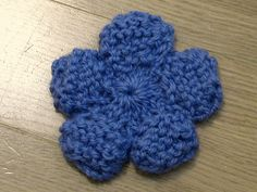 Knit Flower - use pattern to make baby blanket Knitting Stitches, Knitting Patterns Free, Free Knitting, Baby Knitting, Crochet Patterns, Free Pattern, Knitted Flower Pattern, Knitted Flowers, Knitted Dolls
