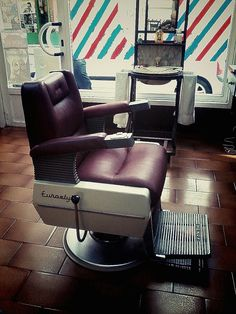 "Barber chair ""Henry Eurostyle"". Has about 50 years old and will continue to work other 50."