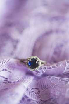 Love this #engagement ring! {KariMe Photography}