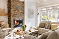 Eligible secured living room design tips go to this website Living Room With Fireplace, Living Room Decor, Family Room, Home And Family, Sweet Home, Country House Interior, Cozy Corner, Living Room Remodel, Elegant Homes