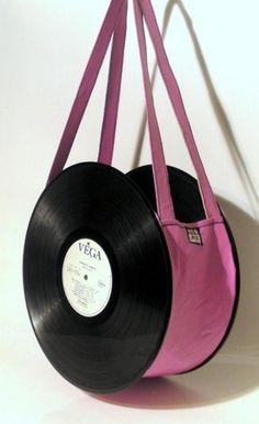 Ormai, i moderni strumenti di tecnologia, ci hanno costretto ad abbandonare i tanto amati dischi in vinile. Sicuramente, molti di voi ne avranno colleziona