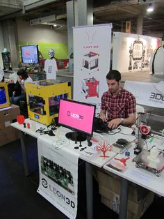 #Mulafest #2014 #Moebyus #3D #print  Leon3D en el mulafest #3Dprinting #3Dprinter #reprap http://www.moebyus.com/