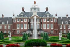 Official residence: Huis ten Bosch Palace