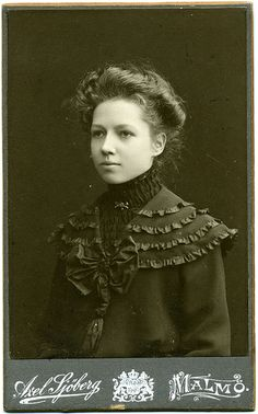 Portrait of a young woman - Sweden - 1904 (by Patrick Bradley Vintage Photos Women, Vintage Pictures, Vintage Photographs, Vintage Images, Vintage Ladies, Vintage Postcards, Old Photography, Portrait Photography, Victorian Photography