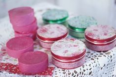 Kodin Kuvalehti – Blogit | Ruususuu ja Huvikumpu – Käsintehty saippua on uniikki lahja! Katso resepti ruusuntuoksuisen lahjan valmistukseen.